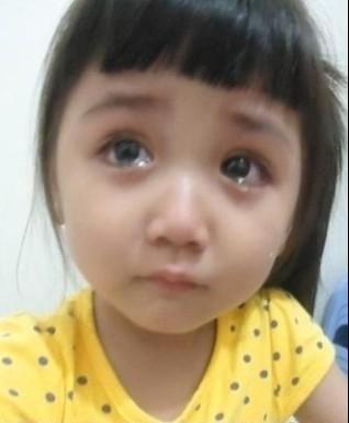 那个哭得很伤心的小妹妹,原来是为了这个